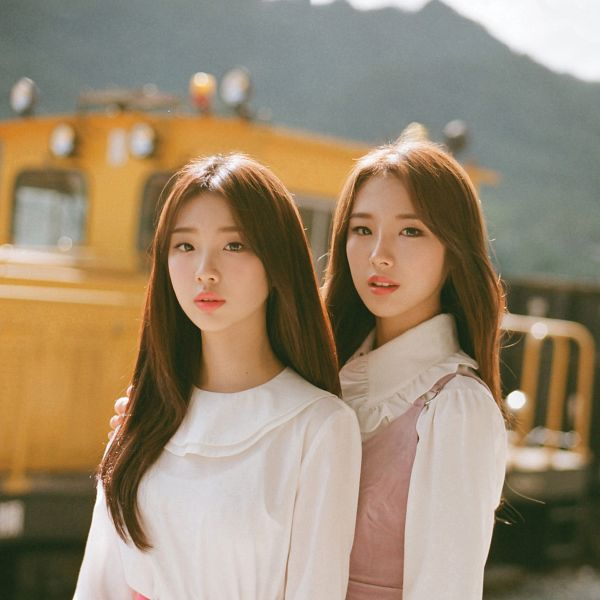 Tags: K-Pop, LOOΠΔ, My Melody, Im Yeojin, Jo Haseul, Two Girls, Duo, Make Up