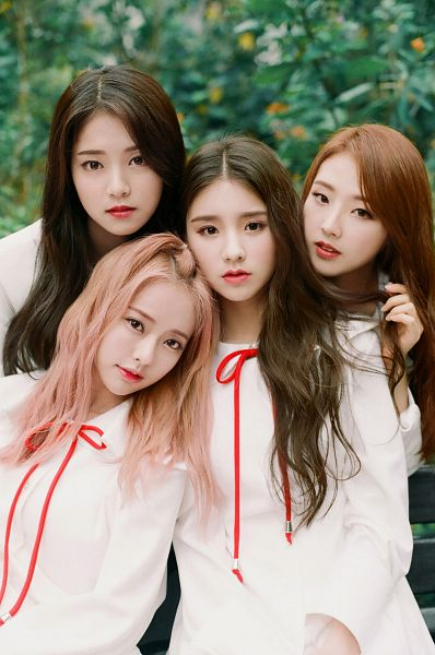 Tags: K-Pop, LOOΠΔ, Vivi (LOOΠΔ), Jo Haseul, Kim Hyunjin, Jeon Heejin, Four Girls, White Outfit, Head On Shoulder, Pink Hair, White Dress, Close Up