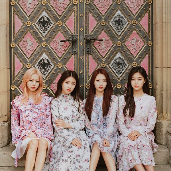 Tags: K-Pop, LOOΠΔ, Jeon Heejin, Vivi (LOOΠΔ), Jo Haseul, Kim Hyunjin, Stairs, Pink Hair, Hand On Arm, Sitting On Stairs, Door, Quartet
