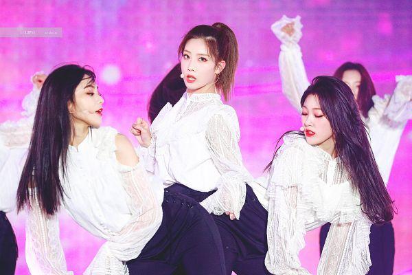 Tags: K-Pop, LOOΠΔ, Jung Jinsoul, Kim Lip, Choerry, Trio