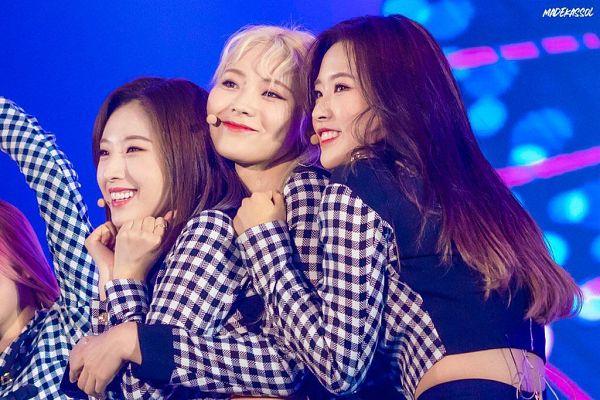 Tags: K-Pop, LOOΠΔ, Olivia Hye, Jung Jinsoul, Jo Haseul