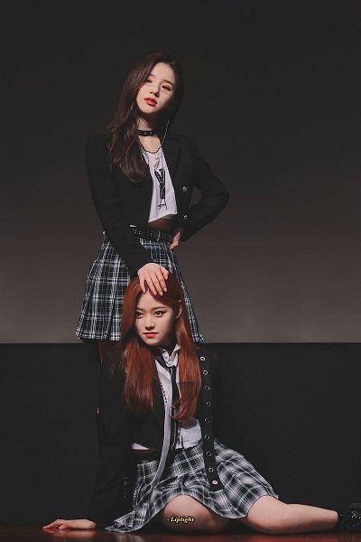 Tags: K-Pop, LOOΠΔ, Kim Hyunjin, Jeon Heejin, Two Girls, Duo