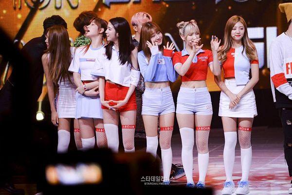 Tags: K-Pop, Laboum, Jung Soyeon, Kim Yulhee, Kim Yujeong, Yeom Haein, Ahn Solbin, ZN, Hair Up, White Legwear, Wave, Bare Legs