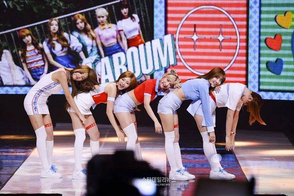 Tags: K-Pop, Laboum, ZN, Jung Soyeon, Kim Yujeong, Yeom Haein, Ahn Solbin, Looking Ahead, Shorts, White Footwear, White Dress, White Legwear