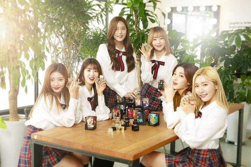 Tags: K-Pop, Laboum, Kim Yujeong, Ahn Solbin, ZN, Jung Soyeon, Kim Yulhee, Yeom Haein, School Uniform, Plant, Red Skirt, Uniform