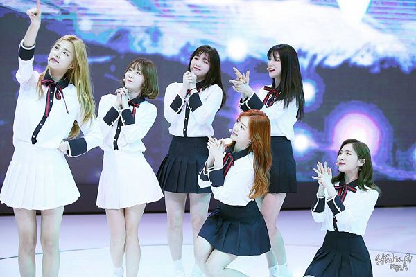Tags: K-Pop, Laboum, Ahn Solbin, ZN, Jung Soyeon, Kim Yulhee, Kim Yujeong, Yeom Haein, Black Skirt, Clasped Hands, Skirt, Red Bow