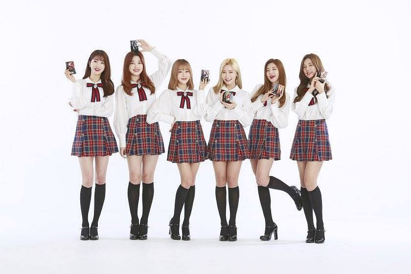 Tags: K-Pop, Laboum, Jung Soyeon, Kim Yulhee, Yeom Haein, Kim Yujeong, Ahn Solbin, ZN, Leg Up, Light Background, Bare Legs, Socks