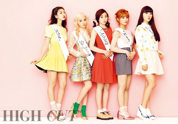Tags: K-Pop, Ladies Code, Lee So-jung, Ashley, EunB, Zuny, RiSe, Yellow Dress, Group, Five Girls, Red Hair, Text: Magazine Name