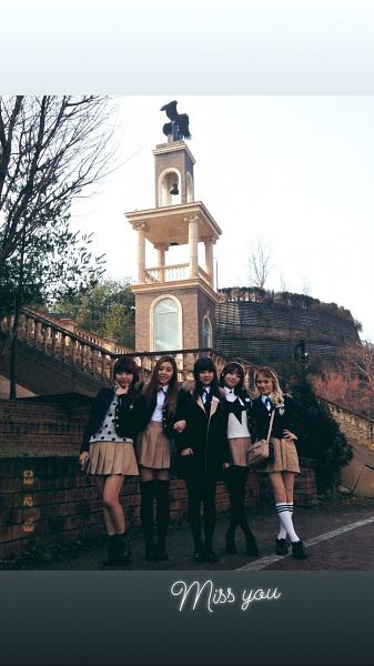 Tags: K-Pop, Ladies Code, Lee So-jung, Ashley, EunB, Zuny, RiSe, Skirt, Five Girls, Black Outerwear, Hand On Hip, Full Group