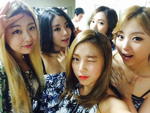 Tags: K-Pop, Ladies Code, Ashley, EunB, Zuny, RiSe, Lee So-jung, Bare Shoulders, Medium Hair, Full Group, Quintet, V Gesture