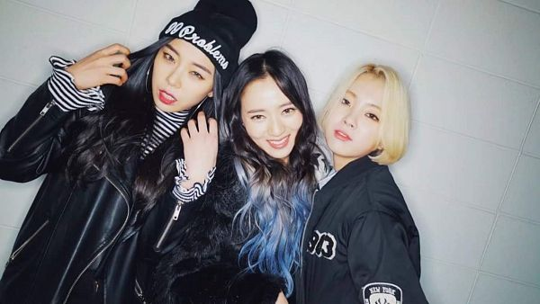 Tags: K-Pop, Ladies Code, Zuny, Lee So-jung, Ashley, Full Group, Multi-colored Hair, Striped, Leather Jacket, Hat, Striped Shirt, Hand In Hair