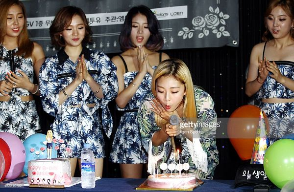 Tags: K-Pop, Ladies Code, Lee So-jung, Ashley, EunB, Zuny, RiSe, Matching Outfit, Cake, Quintet, Bare Shoulders, Medium Hair