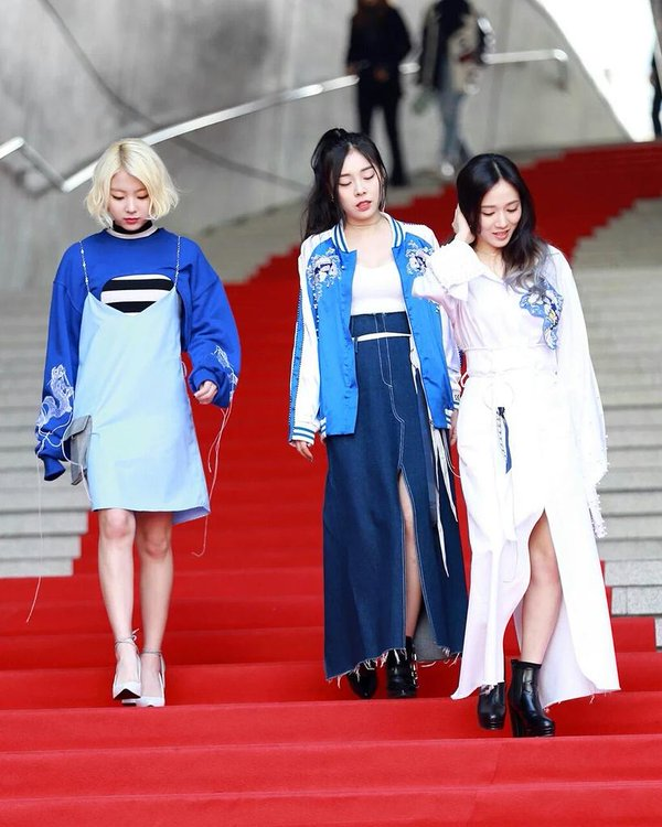 Tags: K-Pop, Ladies Code, Ashley, Zuny, Lee So-jung, Bare Legs, Ponytail, Three Girls, High Heels, Striped Shirt, Full Group, Blue Outerwear
