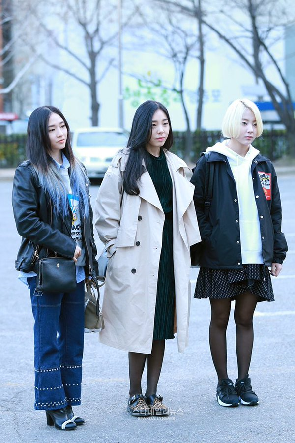 Tags: K-Pop, Ladies Code, Zuny, Lee So-jung, Ashley, Shoes, Boots, Black Jacket, Three Girls, Leopard Print, Jeans, Sneakers