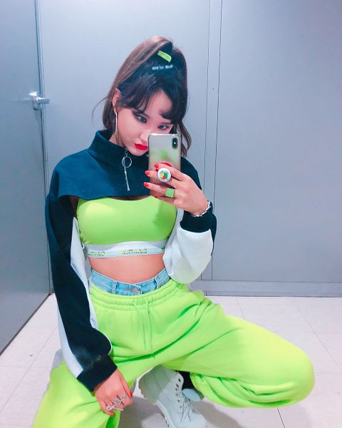 Tags: K-Pop, EXID, Le, Head Tilt, Boots, Green Pants, Hair Up, Crouching, Suggestive, Phone, Ponytail, Green Shirt