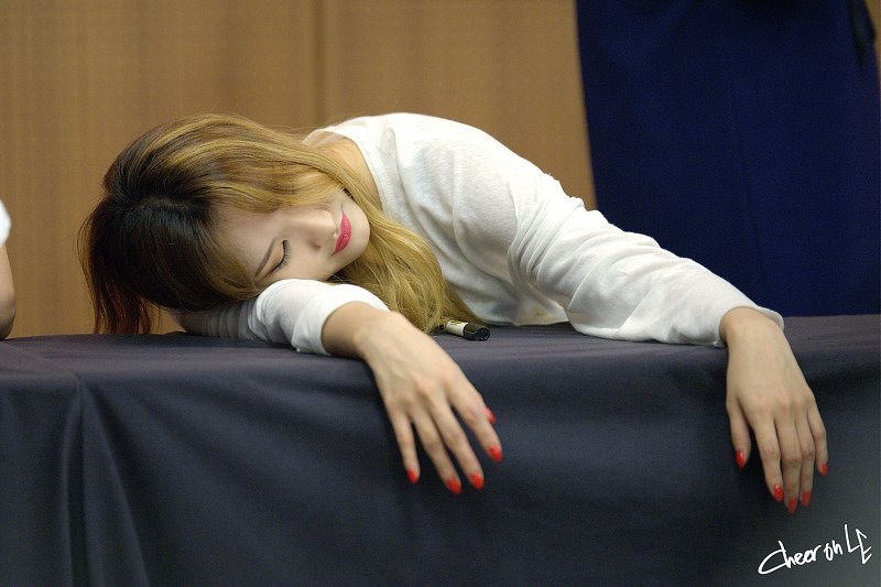 Tags: K-Pop, EXID, Le, Eyes Closed, Multi-colored Hair, Laying Down
