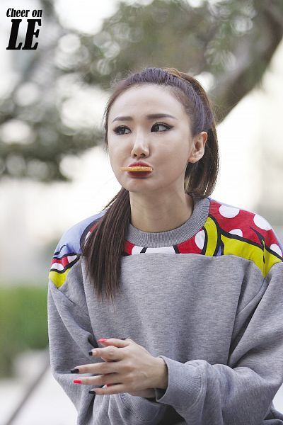 Tags: K-Pop, EXID, Le, Eating, Hair Up, Looking Up, Ponytail, Pouting, Looking Ahead