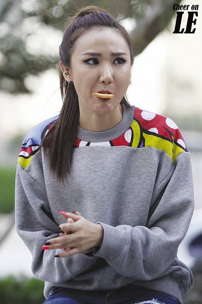 Tags: K-Pop, EXID, Le, Hair Up, Eating, Ponytail