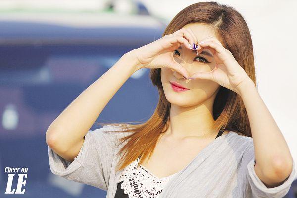 Tags: K-Pop, EXID, Le, Heart Gesture, Wallpaper