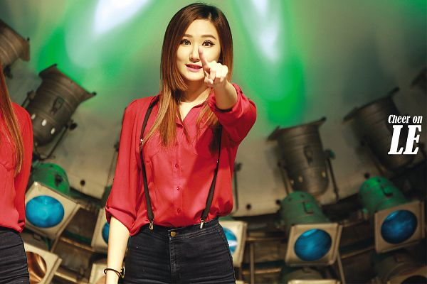 Tags: K-Pop, EXID, Le, Pointing, Red Shirt, Heart Gesture, Suspenders, Wallpaper, Live Performance