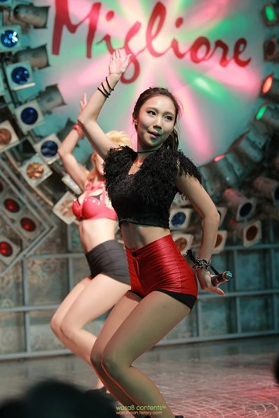 Tags: K-Pop, ICIA, Lee Ae, Ponytail, Red Shorts, Bracelet, Dancing, Black Shirt, Spotlight, Stage, Android/iPhone Wallpaper