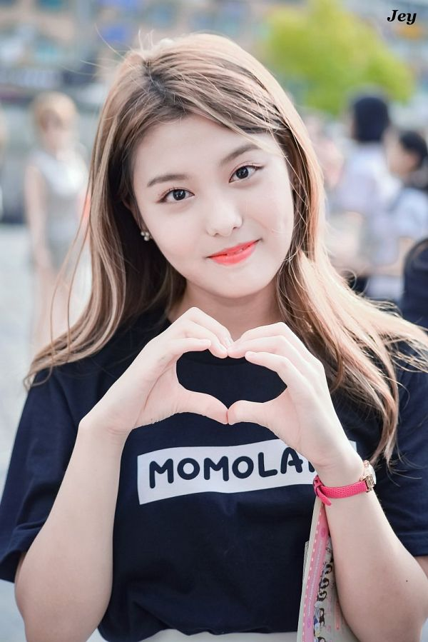 Tags: Momoland, Lee Ahin, Black Shirt, Heart Gesture, Text: Artist Name