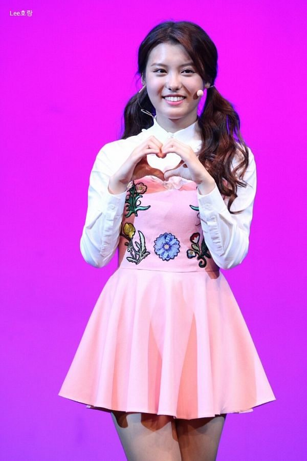 Tags: Momoland, Lee Ahin, Microphone, Purple Background, Pink Dress, Pink Outfit, Heart Gesture, Bare Legs, Twin Tails, Pink Background