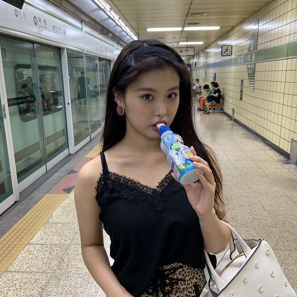 Tags: K-Pop, Momoland, Lee Ahin, Bottle, Black Shirt, Drinks, Hairband, Drinking, Bag, Purse, Instagram