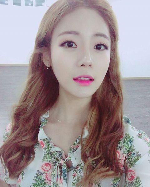 Tags: K-Pop, ICIA, Lee Bo-ra, Floral Print, Selca