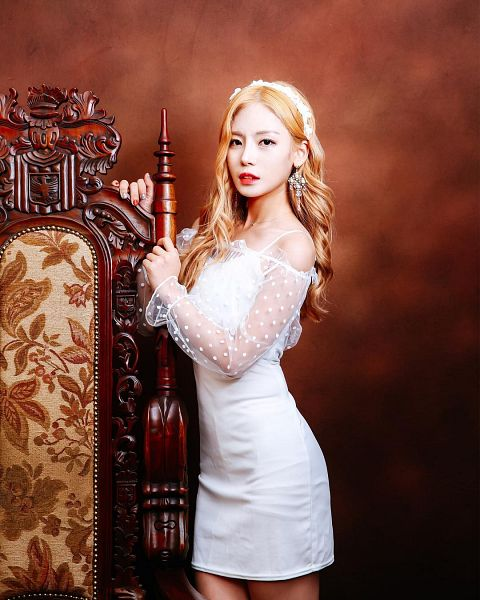 Tags: K-Pop, ICIA, Lee Bo-ra, Chair, White Outfit, Blonde Hair, Brown Background, White Dress, Red Lips