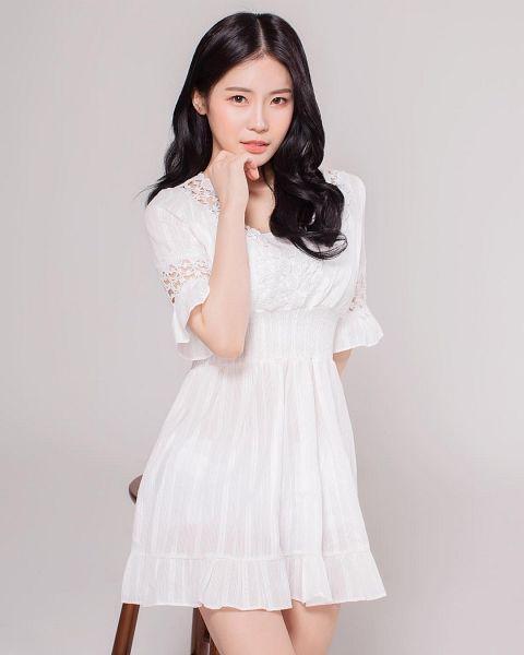Tags: K-Drama, Lee Bo-ra, Gray Background, White Outfit, White Dress