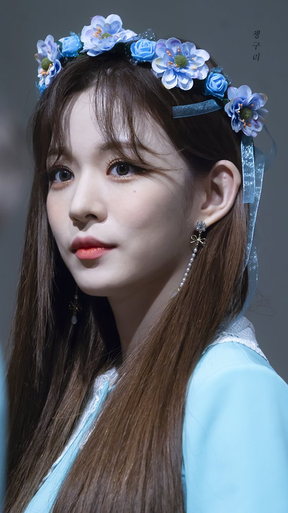 Tags: K-Pop, fromis 9, Lee Chae-young, Flower Crown, Crown, Gray Background, Flower, Blue Shirt, Hair Ornament, Blue Headwear, Looking Away