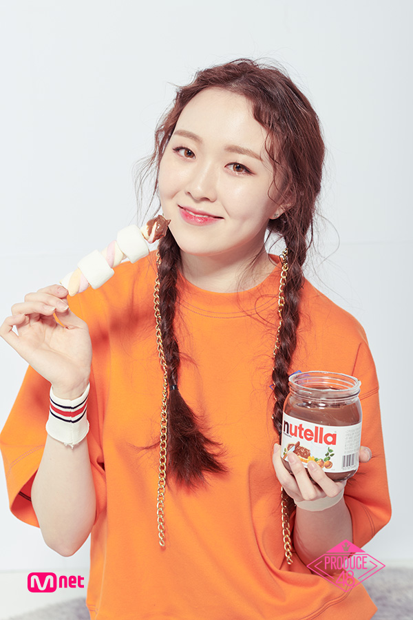Tags: Television Show, K-Pop, Lee Chaejeong, Orange Shirt, Marshmallow, Close Up, Short Sleeves, Sweets, Light Background, Contact Lenses, White Background, Chocolate