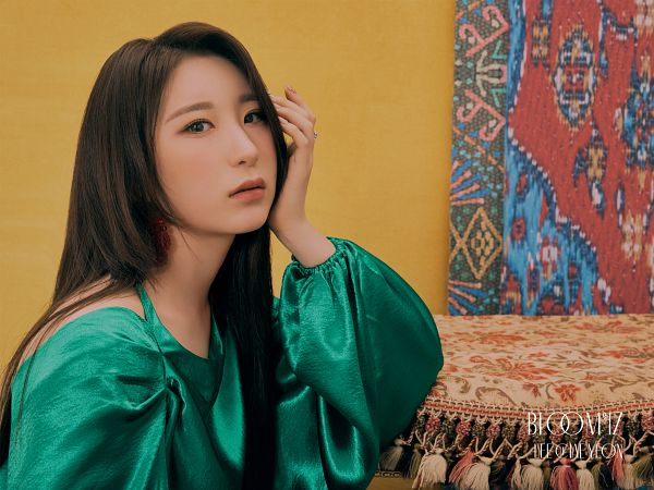 Tags: K-Pop, IZ*ONE, Lee Chaeyeon, Green Dress, Ring, Serious, Green Outfit, Pillow
