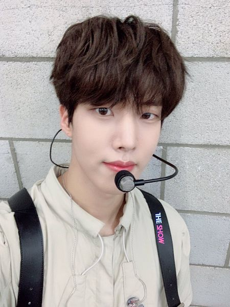 Tags: Television Show, K-Pop, Golden Child, Lee Daeyeol, The Show