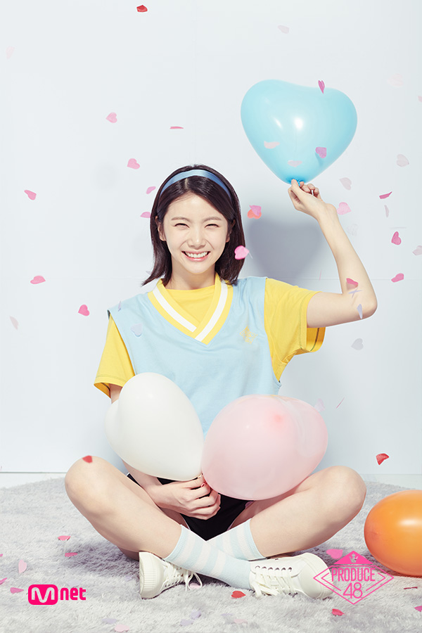 Tags: K-Pop, Television Show, After School, Lee Gaeun, Light Background, Sitting On Ground, Shorts, Blue Shirt, Black Shorts, White Background, Balloons, Crossed Legs