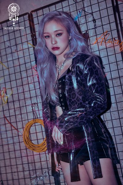 Tags: K-Pop, Dreamcatcher, Lee Gahyeon, Gray Background, Text: Artist Name, Gray Hair, Midriff, Bare Legs, Shorts, Cage, Black Shorts, Purple Lips