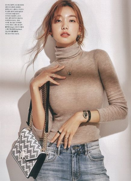 Tags: K-Drama, Fashion, Lee Ho-jung, Red Hair, Marie Claire, Magazine Scan