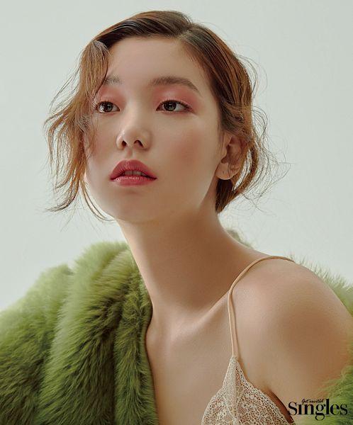 Tags: K-Drama, Fashion, Lee Ho-jung, Make Up, Red Hair, Magazine Scan, Singles