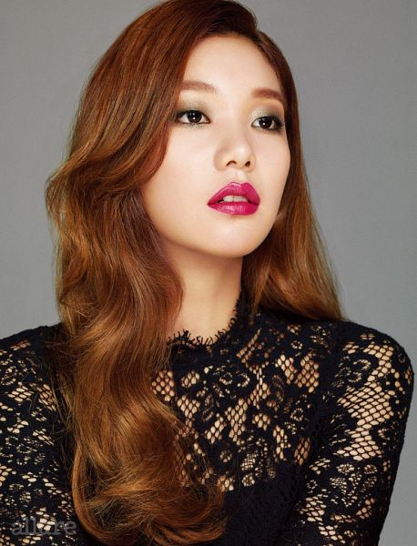 Tags: K-Drama, Fashion, Lee Ho-jung, Black Outfit, Black Dress, Red Hair, Red Lips, Gray Background, Magazine Scan, Allure