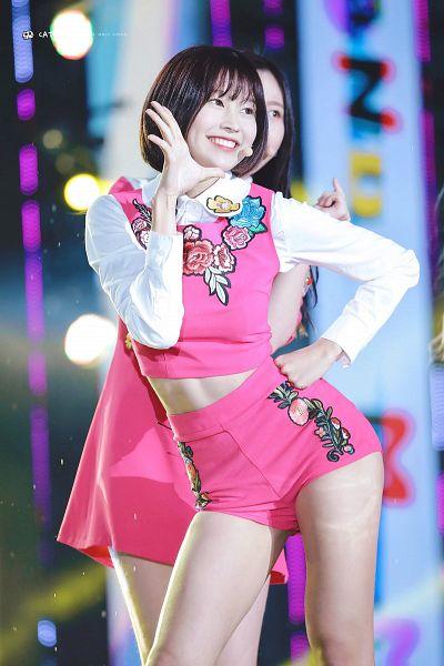 Tags: K-Pop, Momoland, Lee Hyebin, Shorts, Floral Shirt, Pink Shirt, Floral Print, Pink Shorts, Hand On Hip, Bare Legs, Wave, Floral Shorts