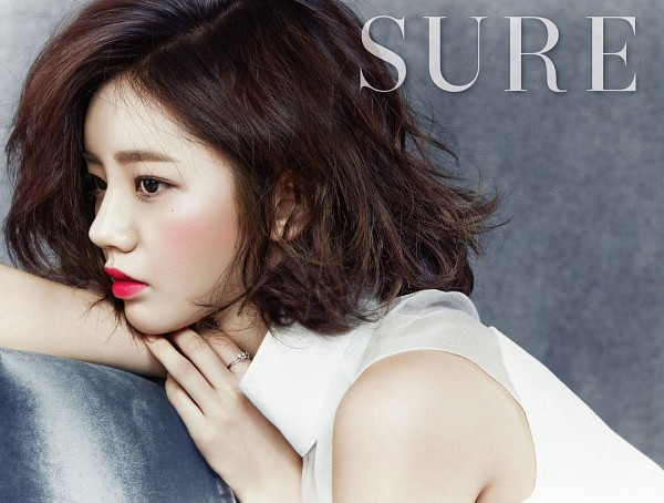 Tags: K-Pop, Girls' Day, Lee Hyeri, Red Lips, Close Up, Side View, Sure