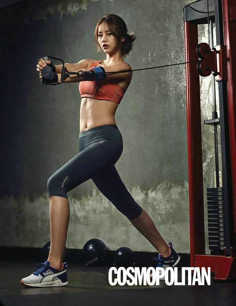 Tags: K-Pop, Girls' Day, Lee Hyeri, Shoes, Working Out, Crop Top, Gray Pants, Sneakers, Sports Bra, Text: Magazine Name, Midriff, Navel