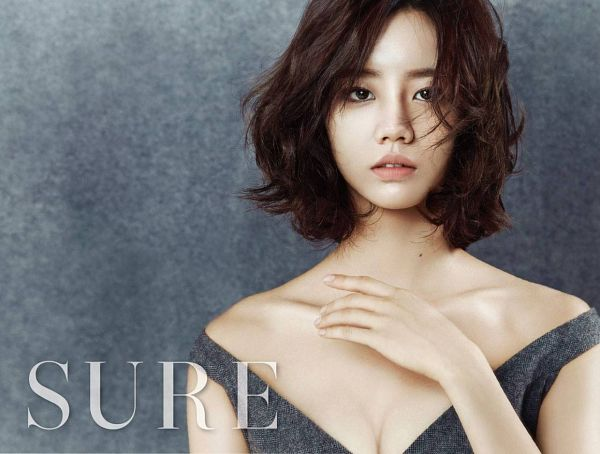 Tags: K-Pop, Girls' Day, Lee Hyeri, Bare Shoulders, Text: Magazine Name, Cleavage, Gray Shirt, Medium Hair, Hand On Chest, Suggestive, Gray Background, Sure