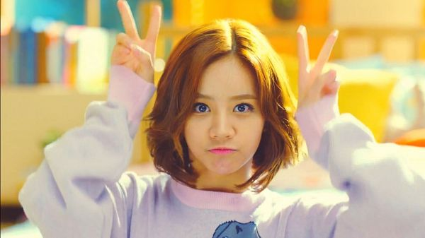 Tags: K-Pop, Girls' Day, Lee Hyeri, V Gesture, Sweater, Cute