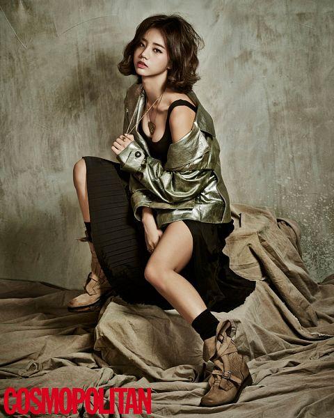 Tags: K-Pop, Girls' Day, Lee Hyeri, Sexy Pose, Suggestive, Cute, Cosmopolitan, Magazine Scan