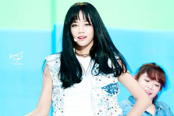 Tags: K-Pop, Girls' Day, Lee Hyeri, Blue Background, Denim Jacket, Sleeveless, Bare Shoulders, Necklace, Baby Hyeri, Wallpaper