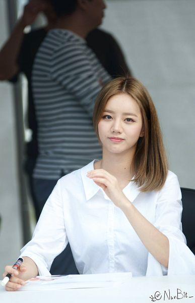 Tags: K-Pop, Girls' Day, Lee Hyeri, Gray Background, Nunbit