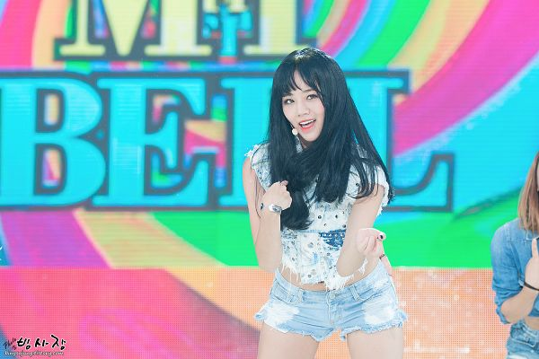Tags: K-Pop, Girls' Day, Lee Hyeri, Ring, Denim Shorts, Make Up, Bend Over, Denim Jacket, Shorts, Bare Legs, Midriff, Bracelet