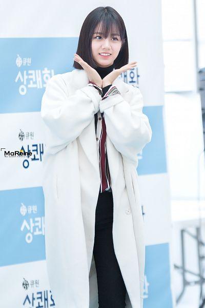 Tags: K-Pop, Girls' Day, Lee Hyeri, Black Eyes, White Background, Medium Hair, Striped, Striped Shirt, White Jacket, Black Pants, White Outerwear, Red Shirt